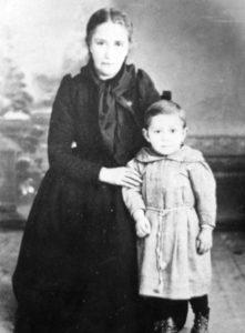 Manuel Antonio coa súa nai