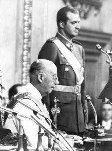 Juan Carlos xura lealdade a Franco