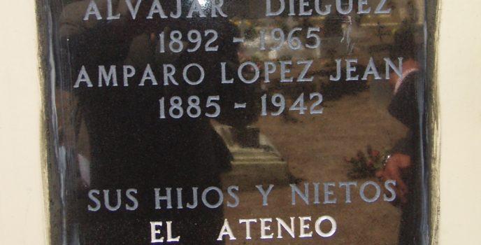 Lápida de Amparo López Jean